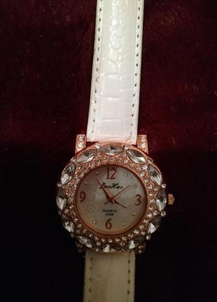 Жіночий наручний годинник (женские наручные часы)