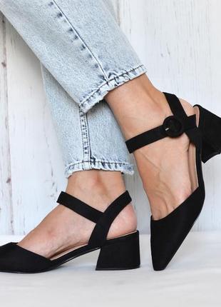 Женские босоножки невысоком каблуке с острым носком