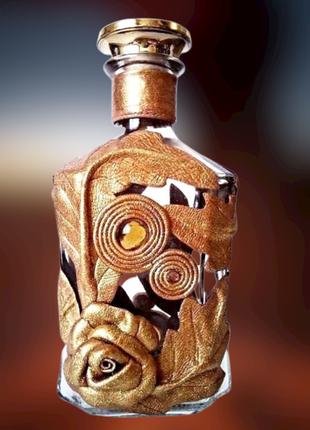 Подарочная бутылка для любых напитков, или ваза для цветов, декор золотистой кожей