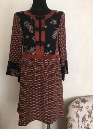 Красивое платье в стиле 70-х