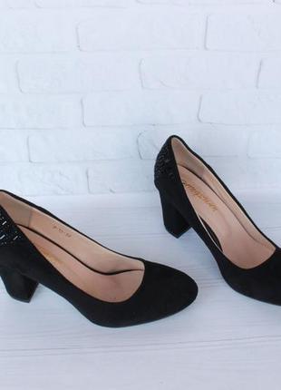 Черные туфли 39 размера на устойчивом каблуке6 фото