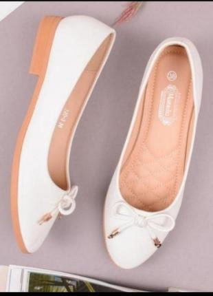 Стильные белые балетки с бантиком на плоской подошве низком ходу