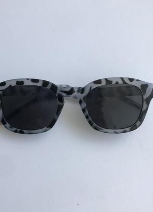 Солнечные очки черно-белые  серые леопард винтаж