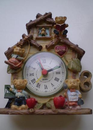 Часы настольные ,домик,декоративные,мишки