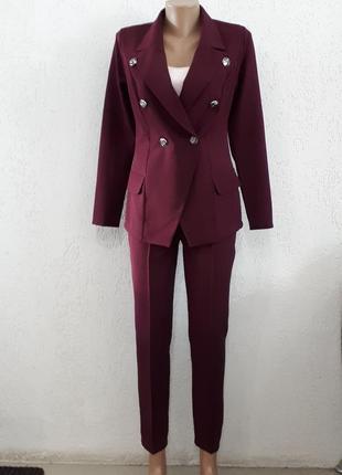 Солидный эффектный костюм для современной респектабельной леди
