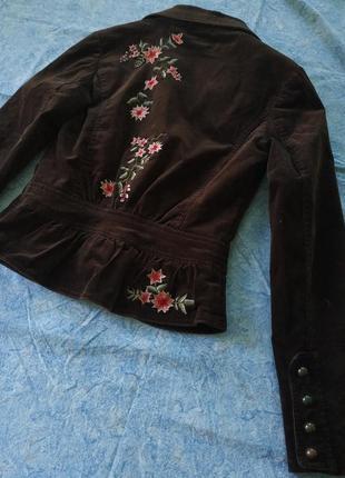 Коричневый вельветовый пиджак с вышивкой на спине