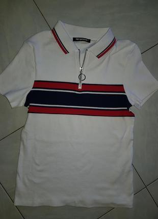 Стильна футболка з комірцем terranova