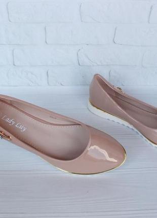 Пудровые, бежевые туфли 39 размера на низком ходу