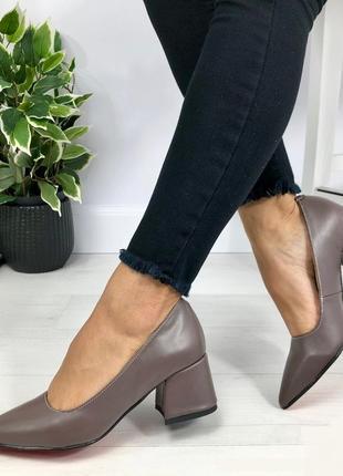 Натуральная кожа люксовые туфли шоколад на среднем каблуке
