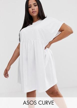 Белое свободное платье оверсайс с интересной спинкой