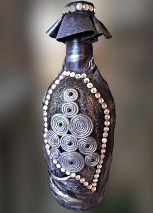 Бутылка для любых напитков декор натуральной кожей и стразами.