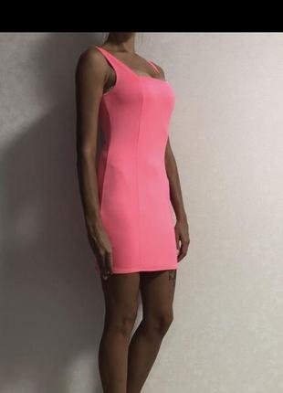 Неоновое розовое платье