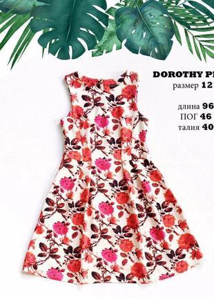 Красивое платье в цветочный принт размер m