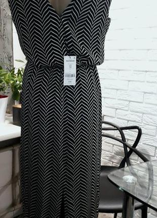Черно-белое платье миди на подкладке с  вырезом на спине новое