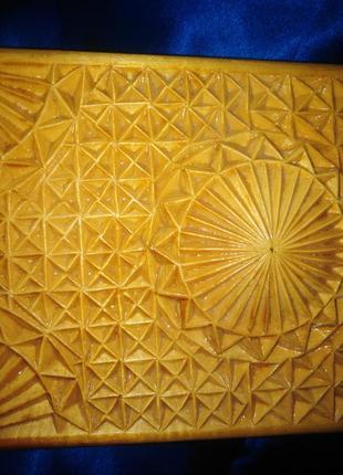 Шкатулка деревянная резная ручной работы.