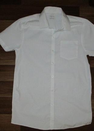 Беленькая рубашка с коротким рукавом фирмы некст на 14 лет