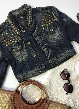 Короткая джинсовая курточка с клепками из лимитированной коллекции bershka размер s/36/8.