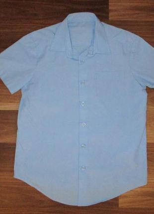 Голубенькая рубашечка с коротким рукавом фирмы джорж на 7-8 лет