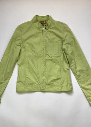 Легкая приталенная куртка ветровка фисташкового цвета от motor размер s/36/8.