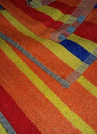 Яркое большое махровое полотенце.германия