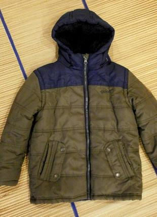 Курточка утепленная на мальчика 5-6лет