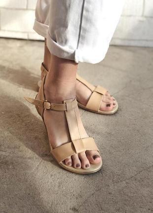 Босоножки, сандалии из натур кожи