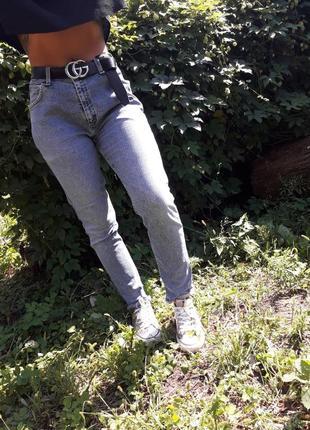 Трендовые молодежные джинсы mom jeans