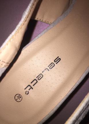 Серые светлые туфли лодочки с открытой пяткой на среднем каблуке шпильке8 фото
