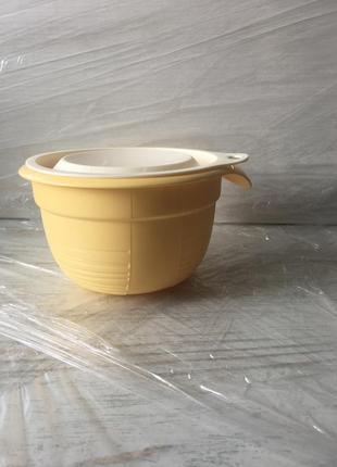Миска с крышкой tupperware