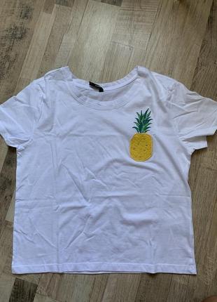Белая футболка с ананасом