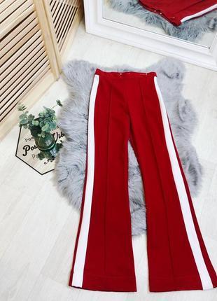 Классические брюки на высокой талии клеш коасные с лампасами размер s