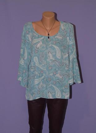 Красивая блузочка  с воланами на рукавах