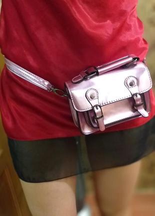 Маленькая сумочка на пояс