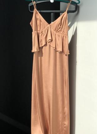 Платье нюд нюдовое бежевое с воланами h&m размер 40