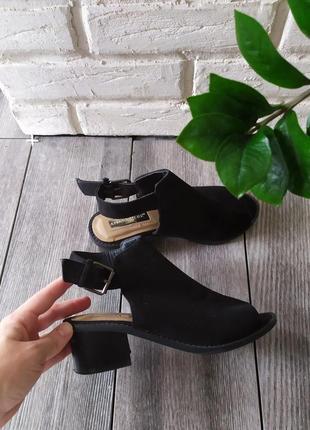 Стильные босоножки мюли на широком каблуке