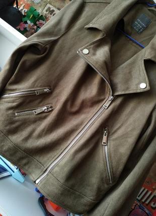 Куртка косуха primark под замш с бахромой в цвете хаки3 фото