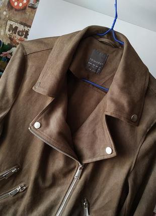 Куртка косуха primark под замш с бахромой в цвете хаки2 фото