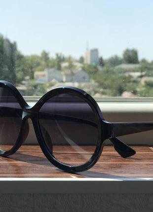 Стильные чёрные круглые очки