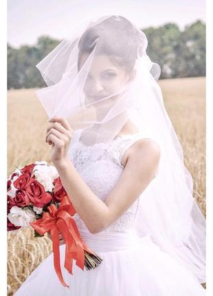 Свадебное платье с фатиновой юбкой
