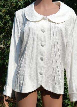 Белая блуза (пиджак без подкладки) из синтетического шёлка. батал.