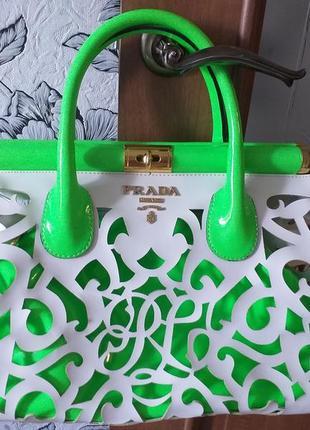 Prada  яркая, необычная сумка