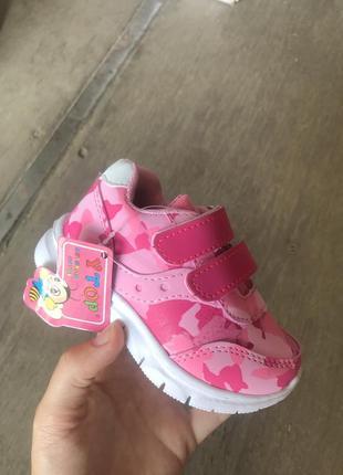 Новые детские кроссовки на девочку