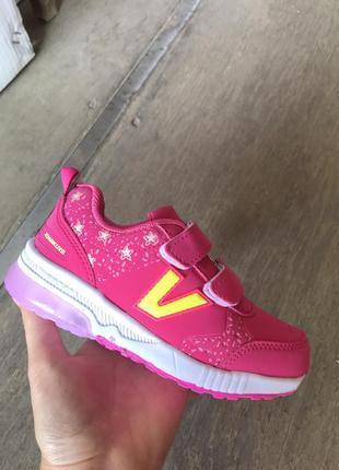 Новые детские кроссовки на девочку которые светятся