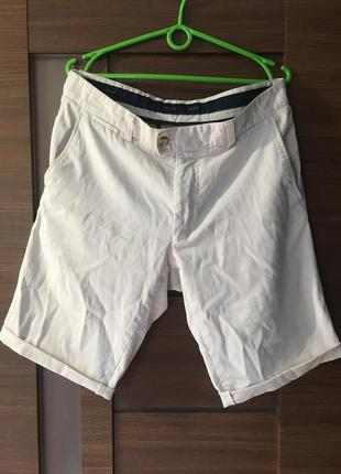 Классические белые шорты