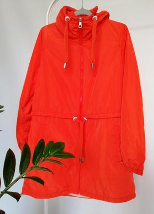 Оранжевый женский плащ