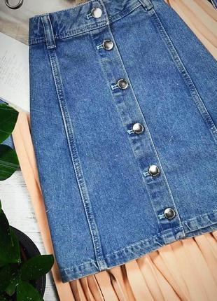 Крутая джинсовая юбка а силуета,на пуговицах
