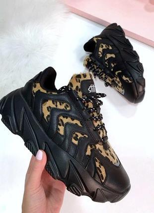 Эксклюзивные черные кроссовки в анималистический принт