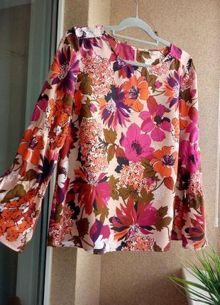Стильная модная блуза в цветочный принт с красивыми рукавами