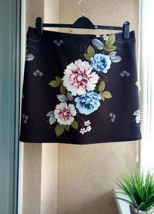 Красивая трикотажная юбка мини в цветочный принт
