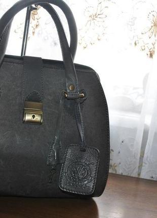 Стильная кожаная сумка саквояж